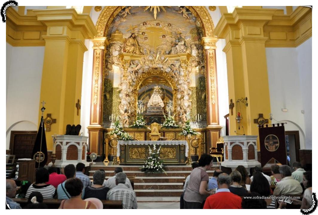 Interior del templo durante la Santa Misa